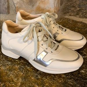 Tod's size 35/5 leather sneakers. BRAND NEW